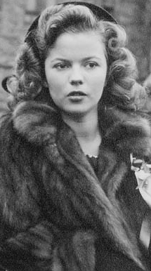 Shirley Temple - Shirley Temple - Wikipedia - Shirley Temple werd geboren in Santa Monica in de Amerikaanse staat   Californië. Ze viel vooral op door haar professionalisme. Op haar derde nam ze   al zang- ...
