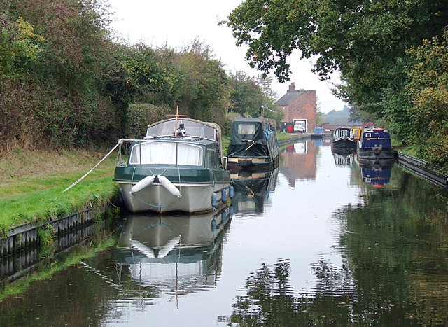 Staffordshire and Worcestershire Canal approaching Gailey Lock - geograph.org.uk - 1558352