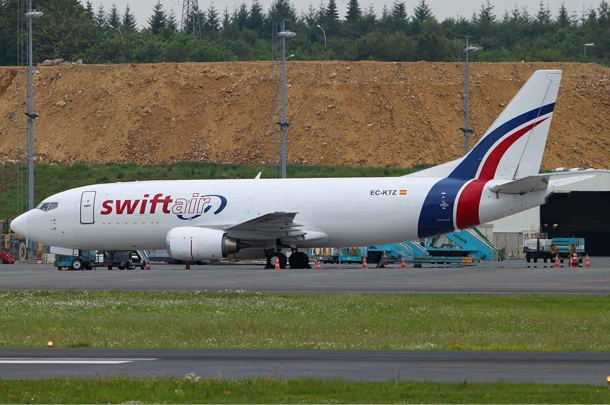 Swiftair_Boeing_737-300F_Bakema.jpg