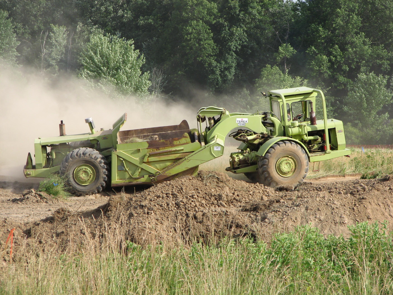 Wheel tractor-scraper - Wikipedia