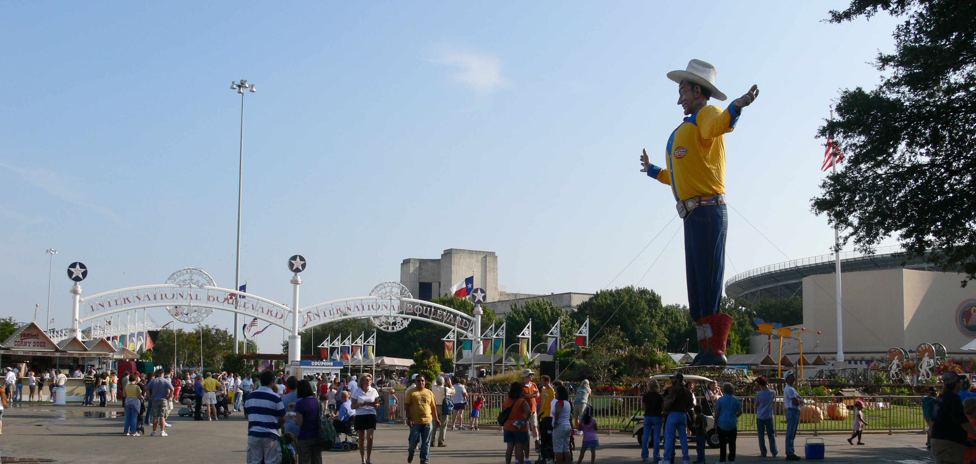 Texas State Fair 2008 with Big Tex.jpg