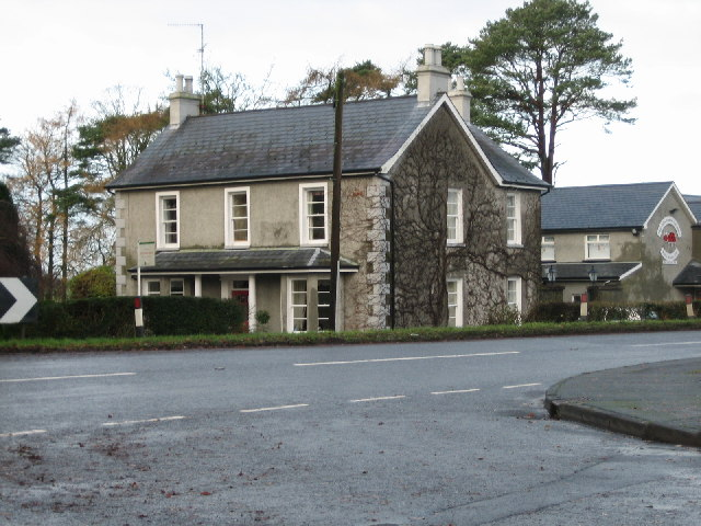 File:The Crossroads Country Guest House - geograph.org.uk - 88520.jpg