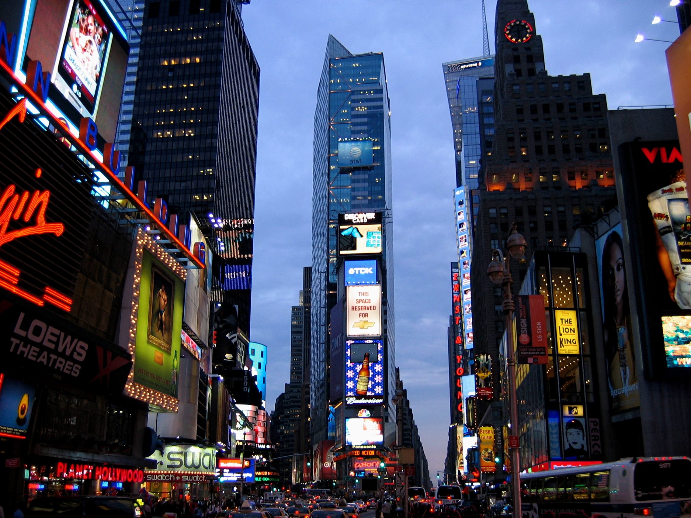 Description times square new york at dusk