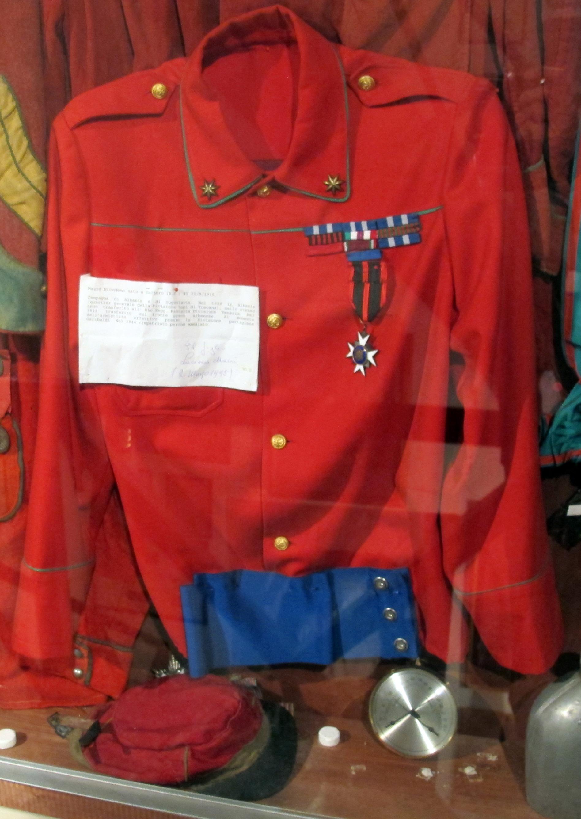 watch 7d8a2 58bb8 File:Torre della castagna, museo garibaldino, camicie rosse ...