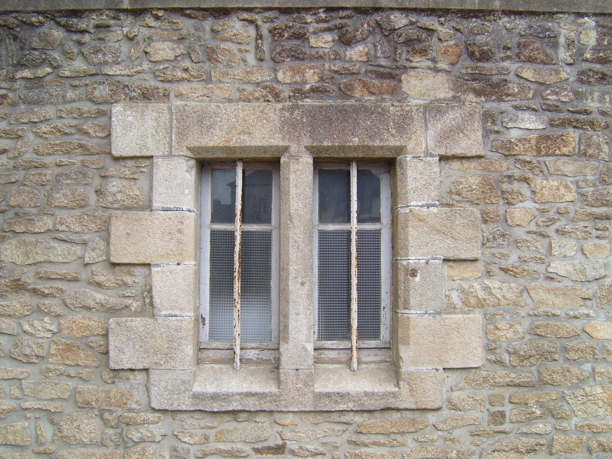 File two old windows on wikimedia commons - How to use old doors and windows ...