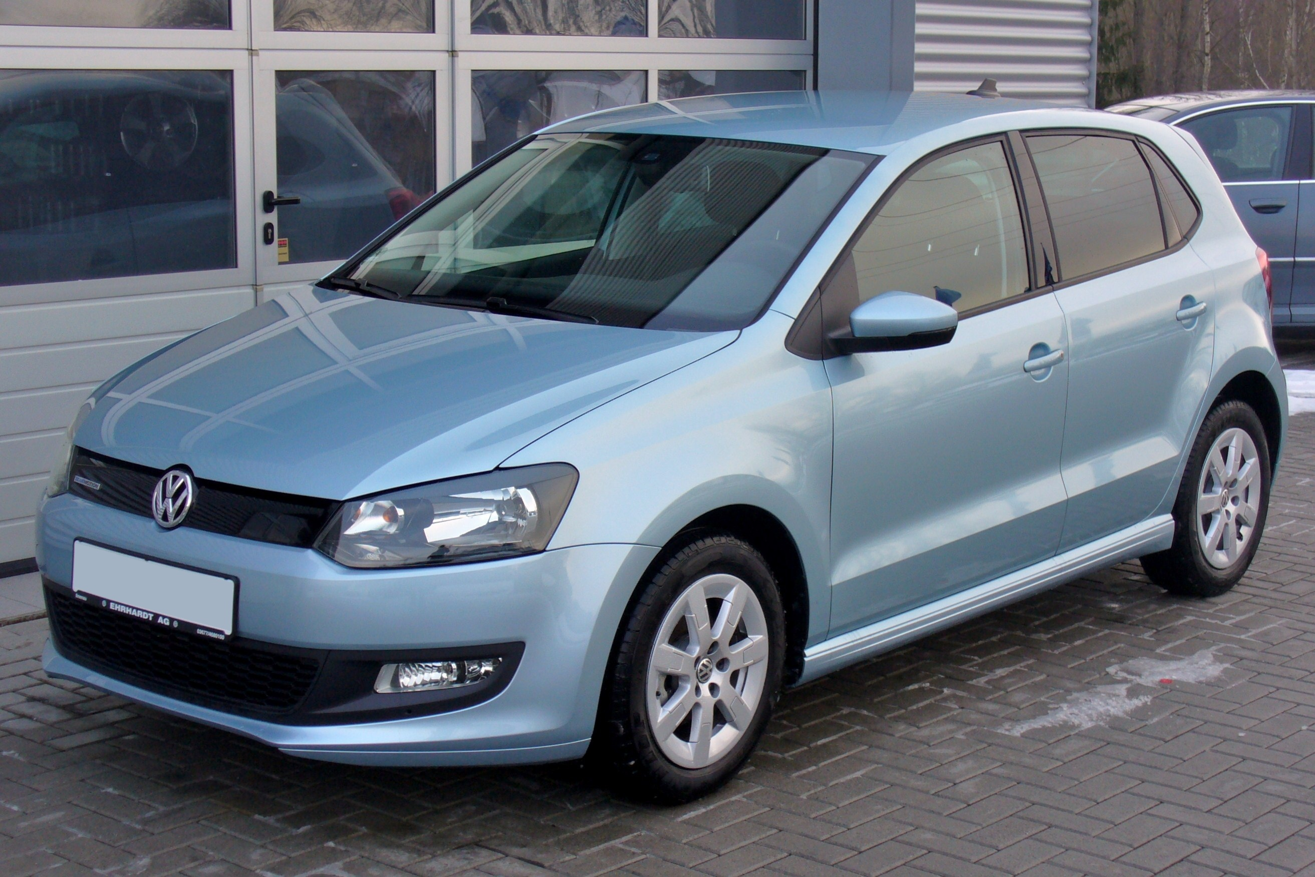 file vw polo v 1 2 tdi bluemotion glacierblau jpg wikimedia commons. Black Bedroom Furniture Sets. Home Design Ideas