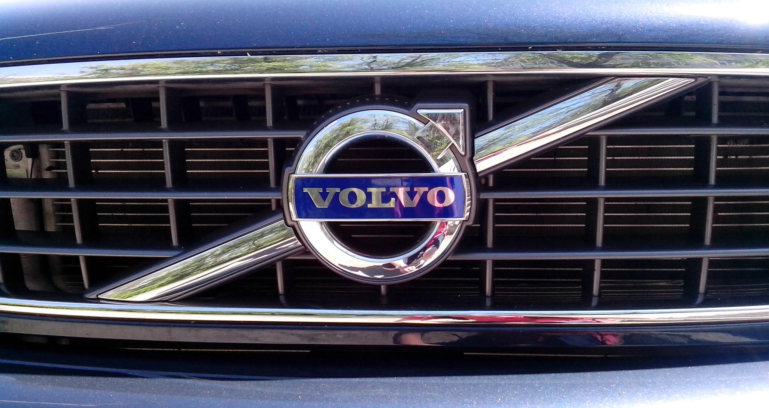 File Volvo Logo On The Grill Jpg Wikimedia Commons