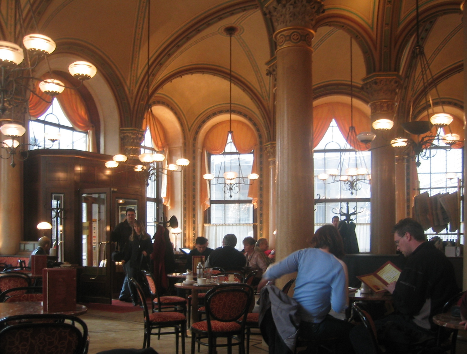 http://upload.wikimedia.org/wikipedia/commons/b/ba/Wien_Cafe_Central_2004.jpg