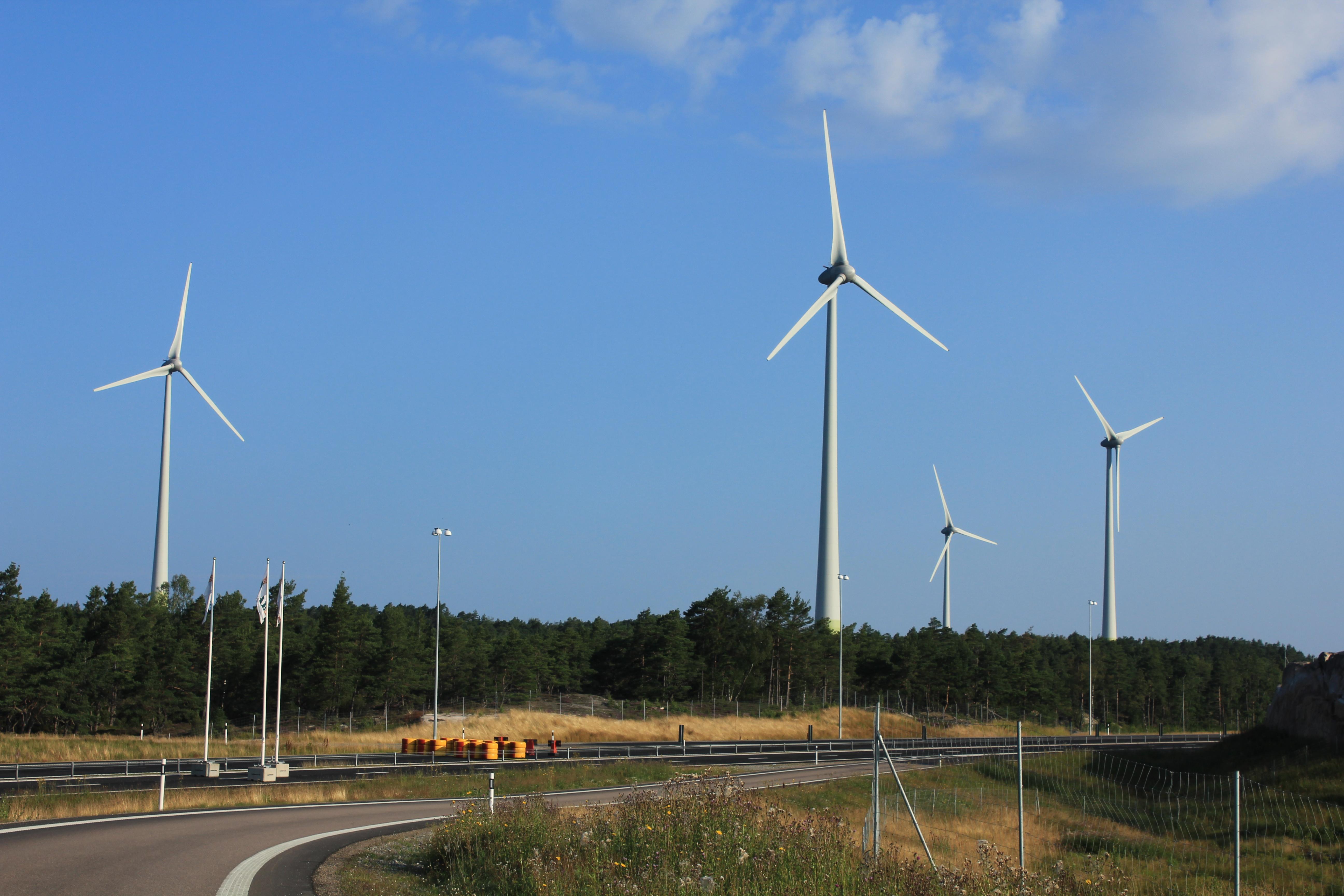File:Windmills at the Swedish West Coast.JPG - Wikimedia Commons