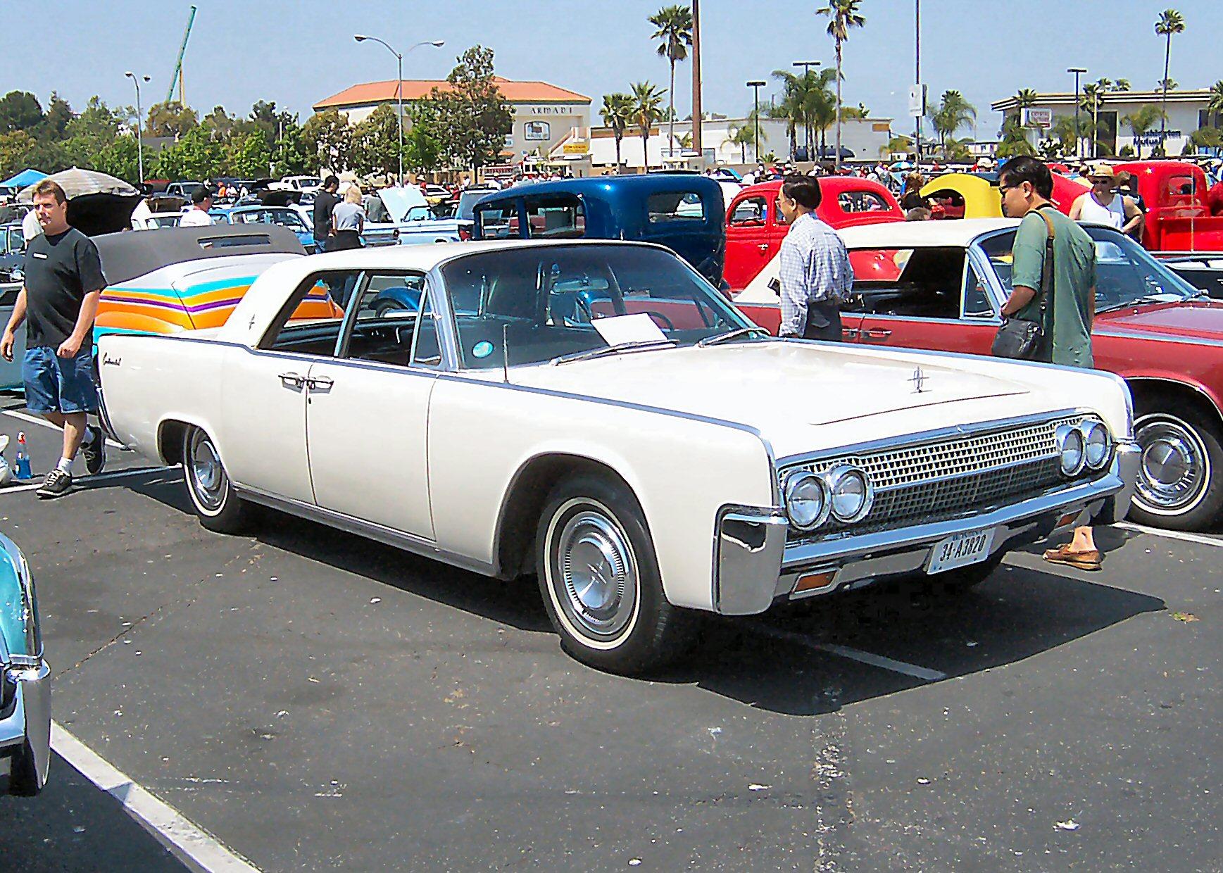 1963_Lincoln_Continental_white.jpg