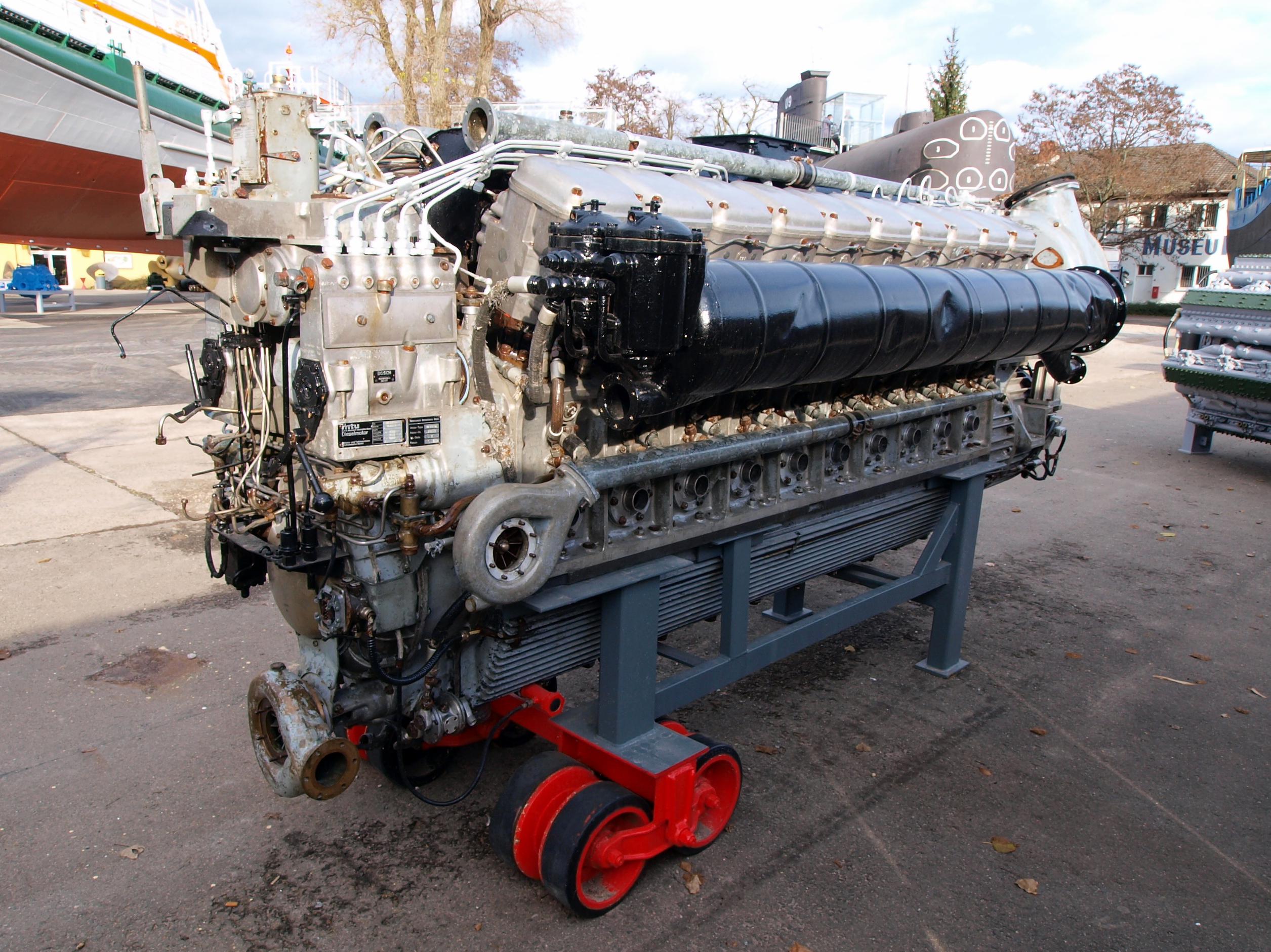 File 1973 Mtu Ship Diesel Engine Pic2 Jpg