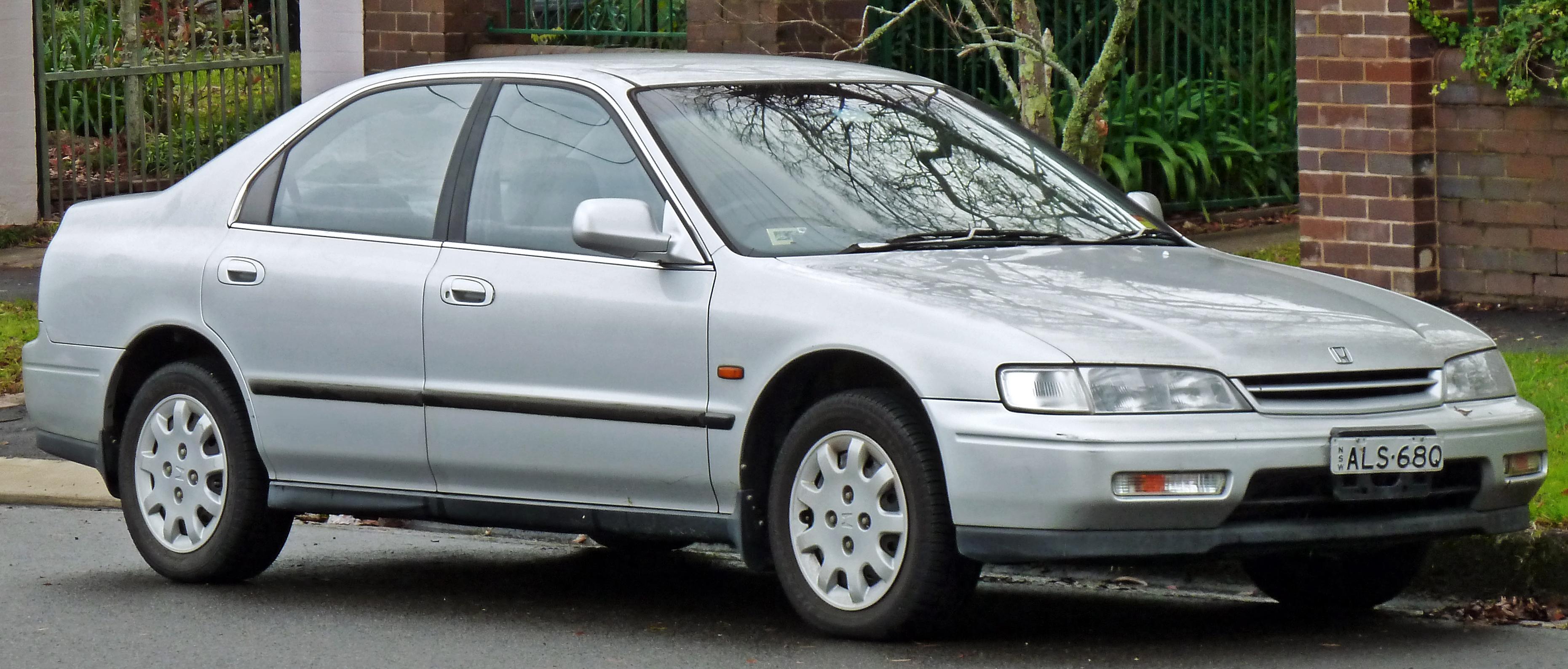File 1993 1995 Honda Accord Exi Sedan 2011 06 15 Jpg