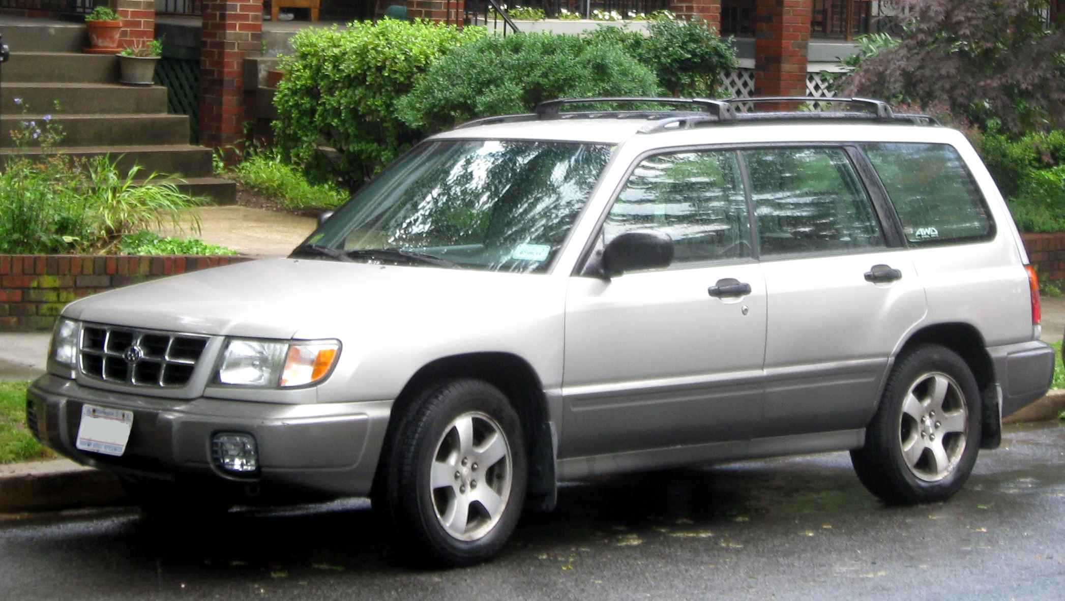 File 1998 2000 Subaru Forester Jpg Wikimedia Commons