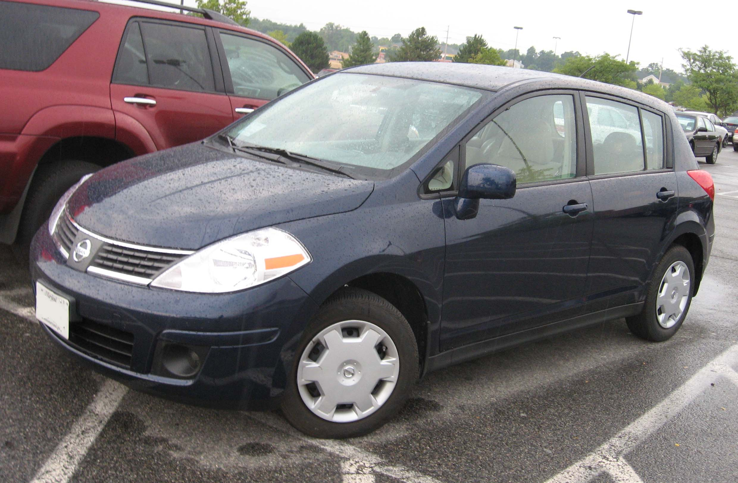 File 2007 Nissan Versa S Hatch Jpg Wikimedia Commons