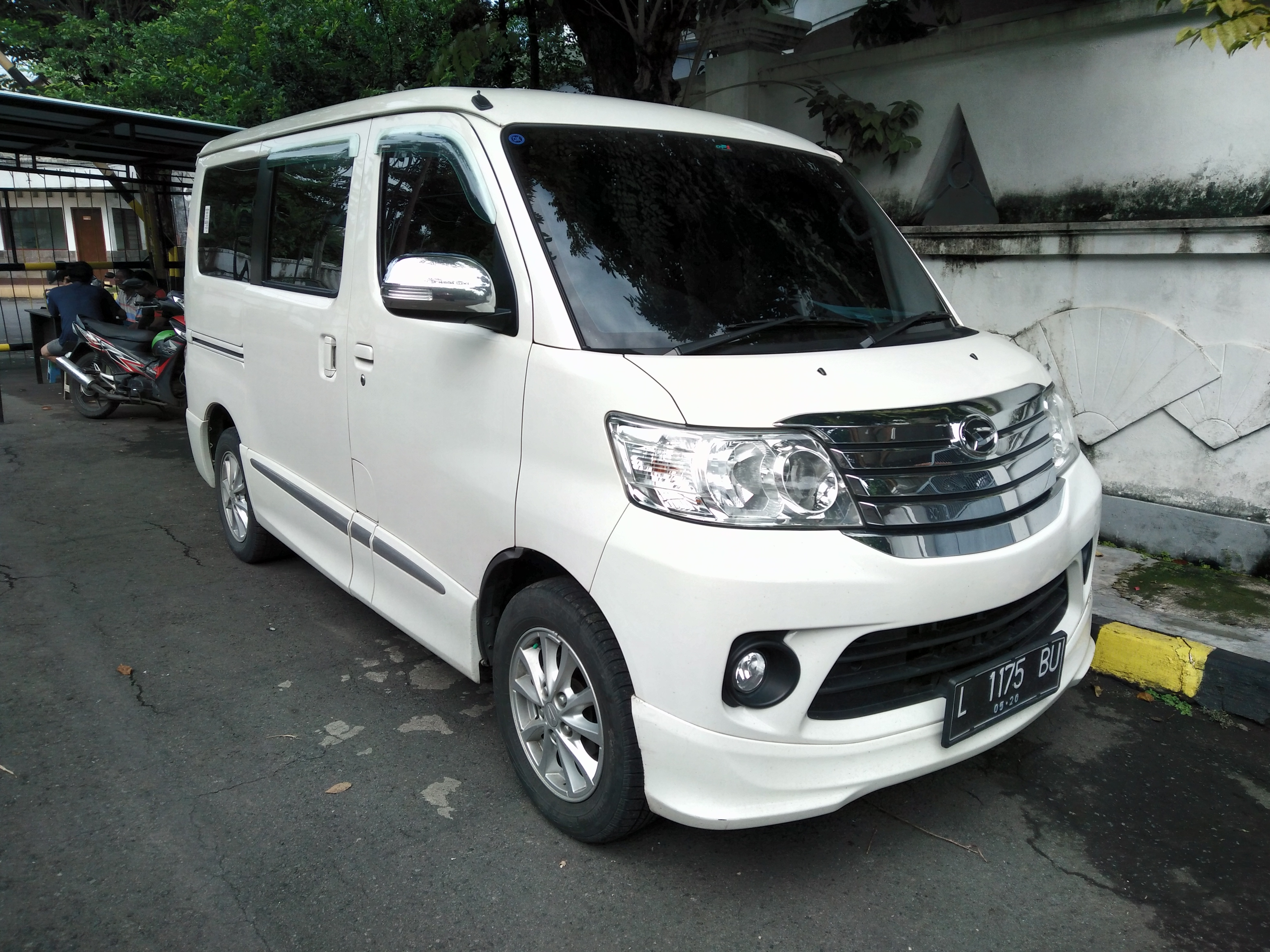 File:2015 Daihatsu Luxio 1.5 X AT (facelift) (front), West