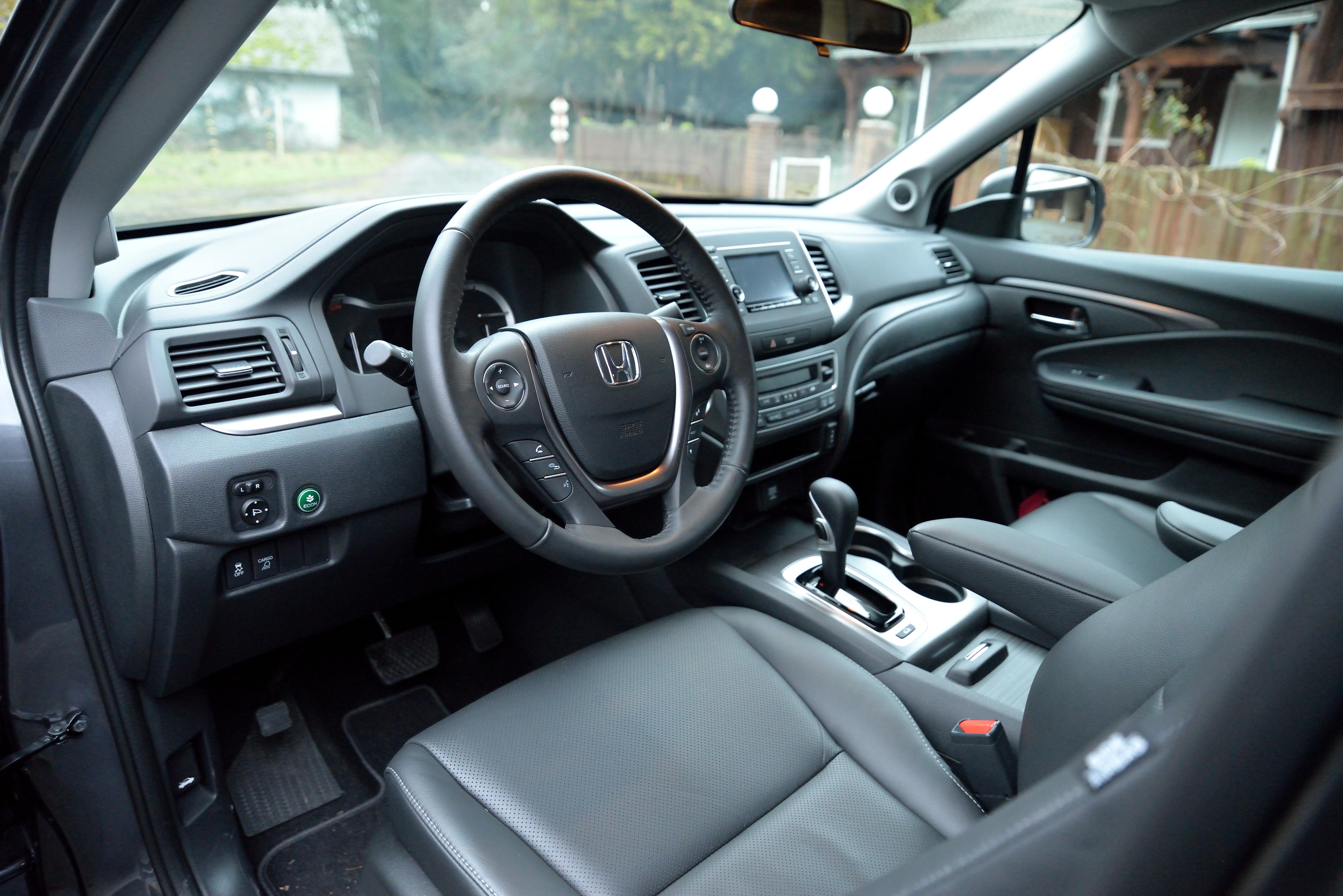 File 2017 Honda Ridgeline Rtl Interior Front Panger Area Jpg
