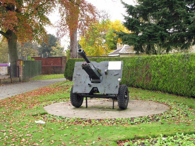 25 Pounder field gun in Cae Glas memorial garden - geograph.org.uk - 1567757