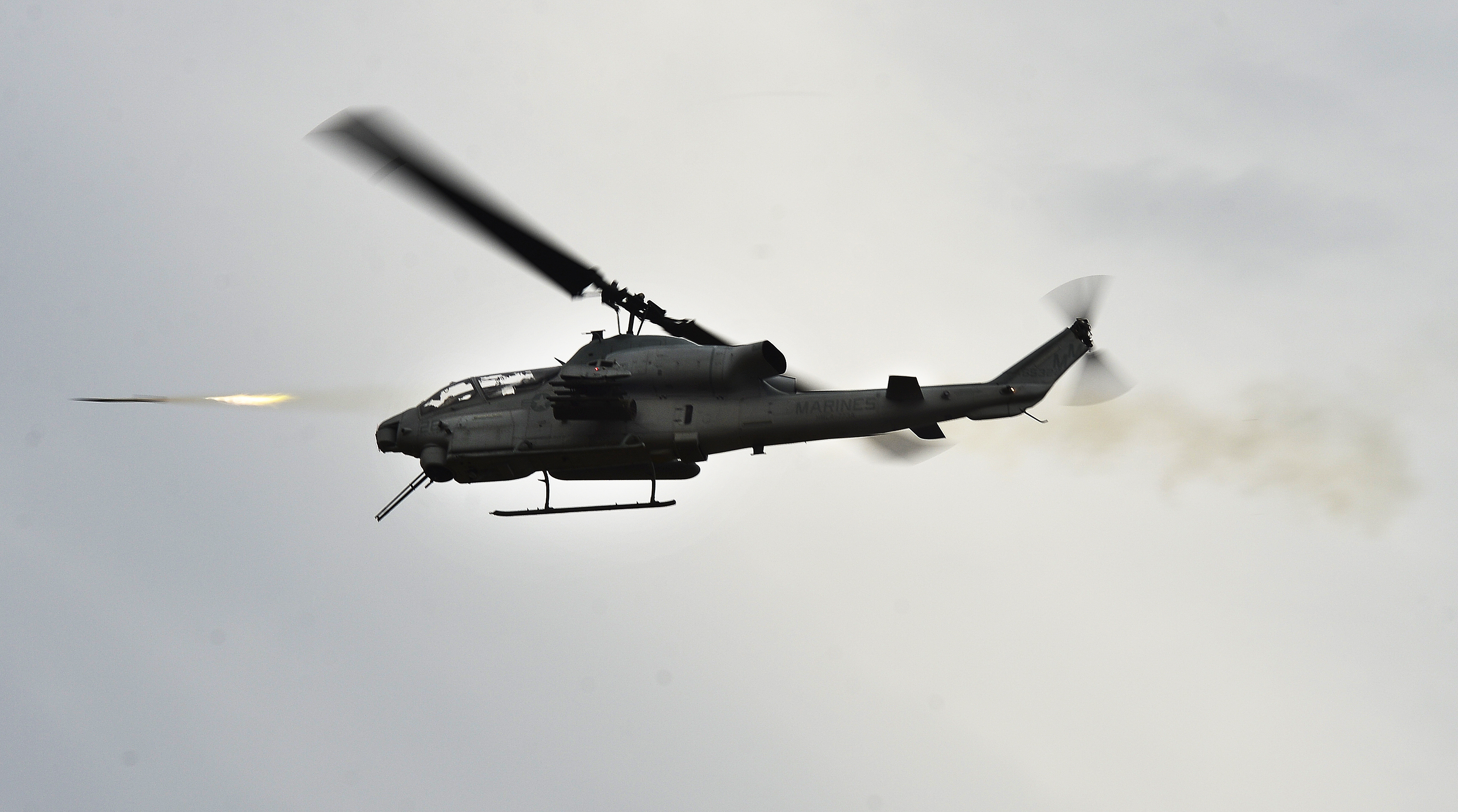 File:A U.S. Marine Corps AH-1W Super Cobra helicopter ...
