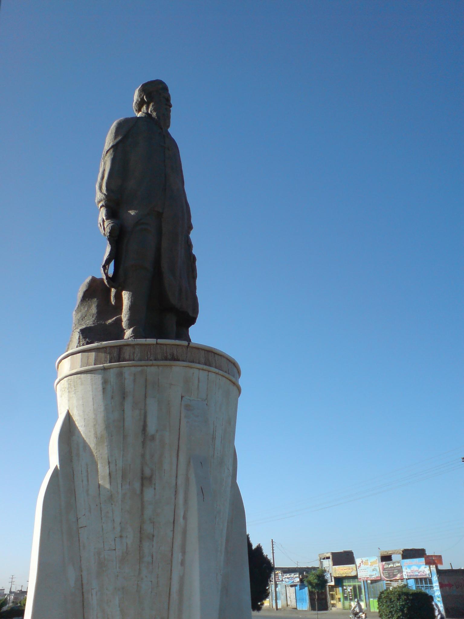 Abū-Sa'īd Abul-Khayr Statue at nishapur (5).jpg