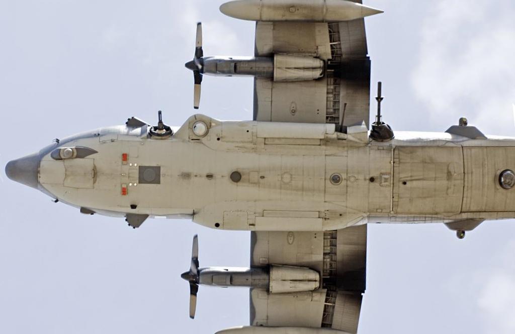 قائد القوه الجويه العراقيه : شركة اجنبيه قامت بتحوير احدى طائرات النقل العراقيه لتعمل كقاذفه قنابل  Ac130_gunship