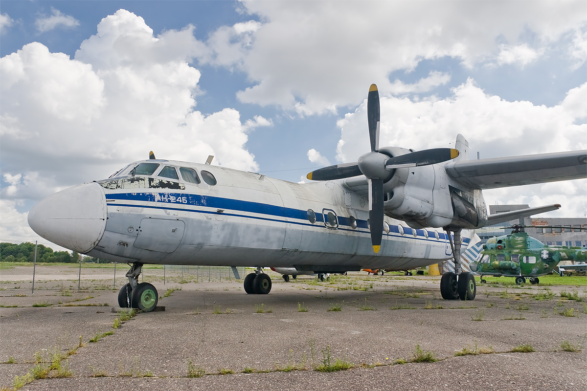 http://upload.wikimedia.org/wikipedia/commons/b/bb/Antonov_An-24.jpg