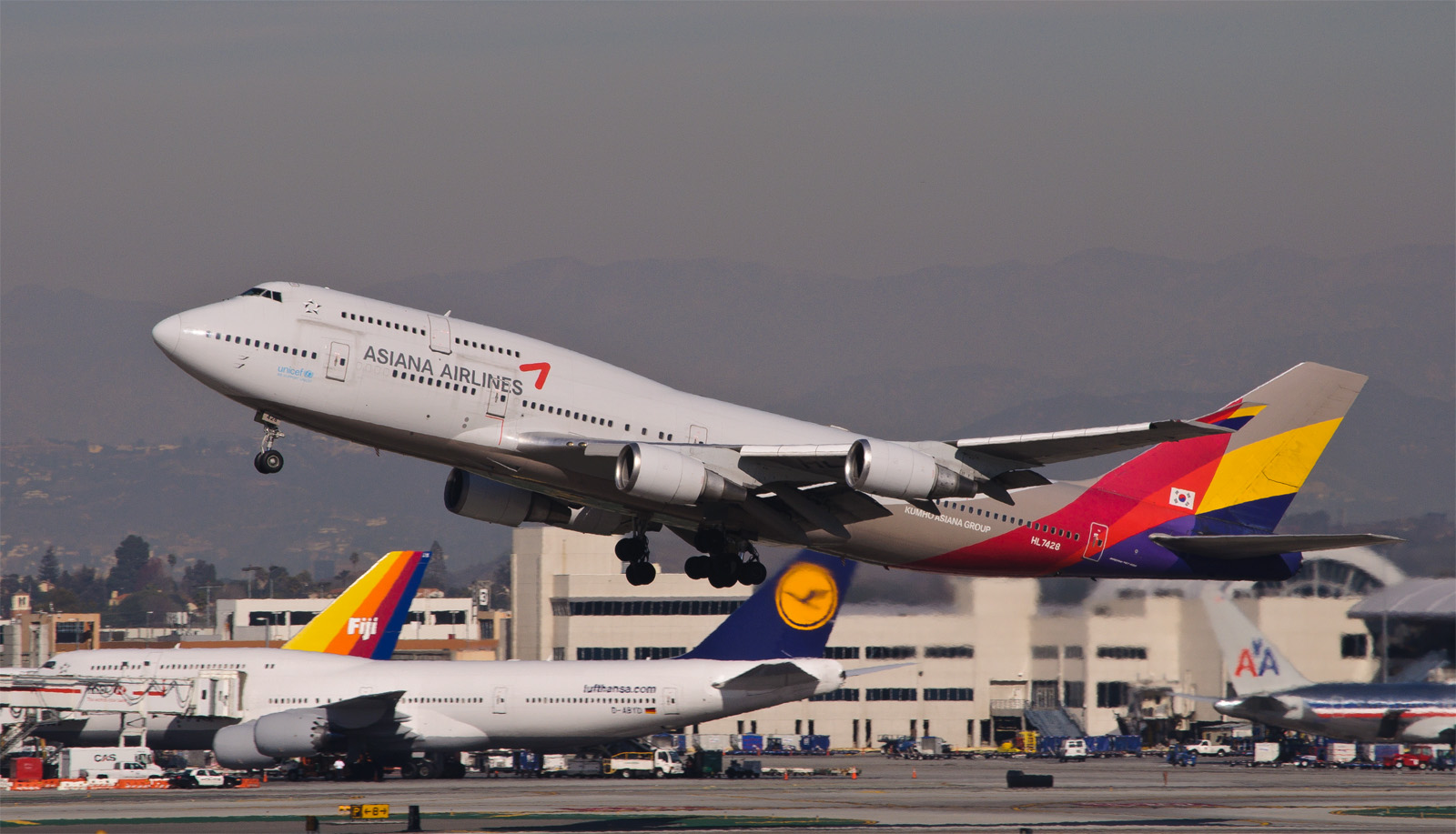 Asiana_Airlines_-_HL7428_(.