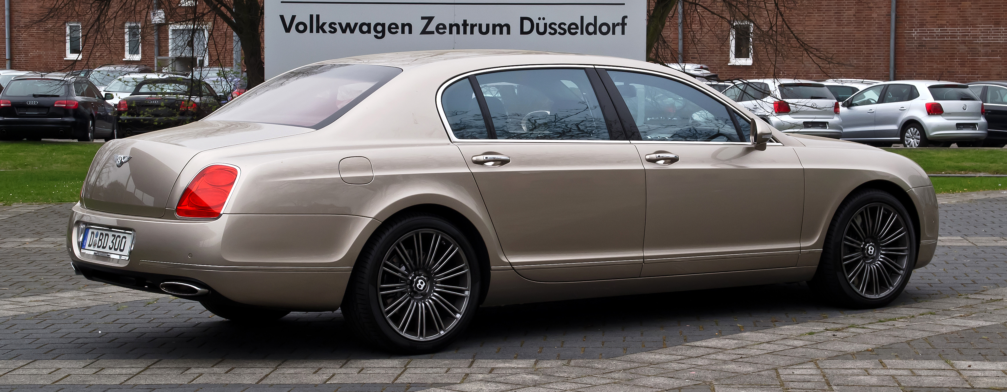 File:Bentley Continental Flying Spur Speed – Heckansicht, 5. April 2012, Düsseldorf.jpg ...
