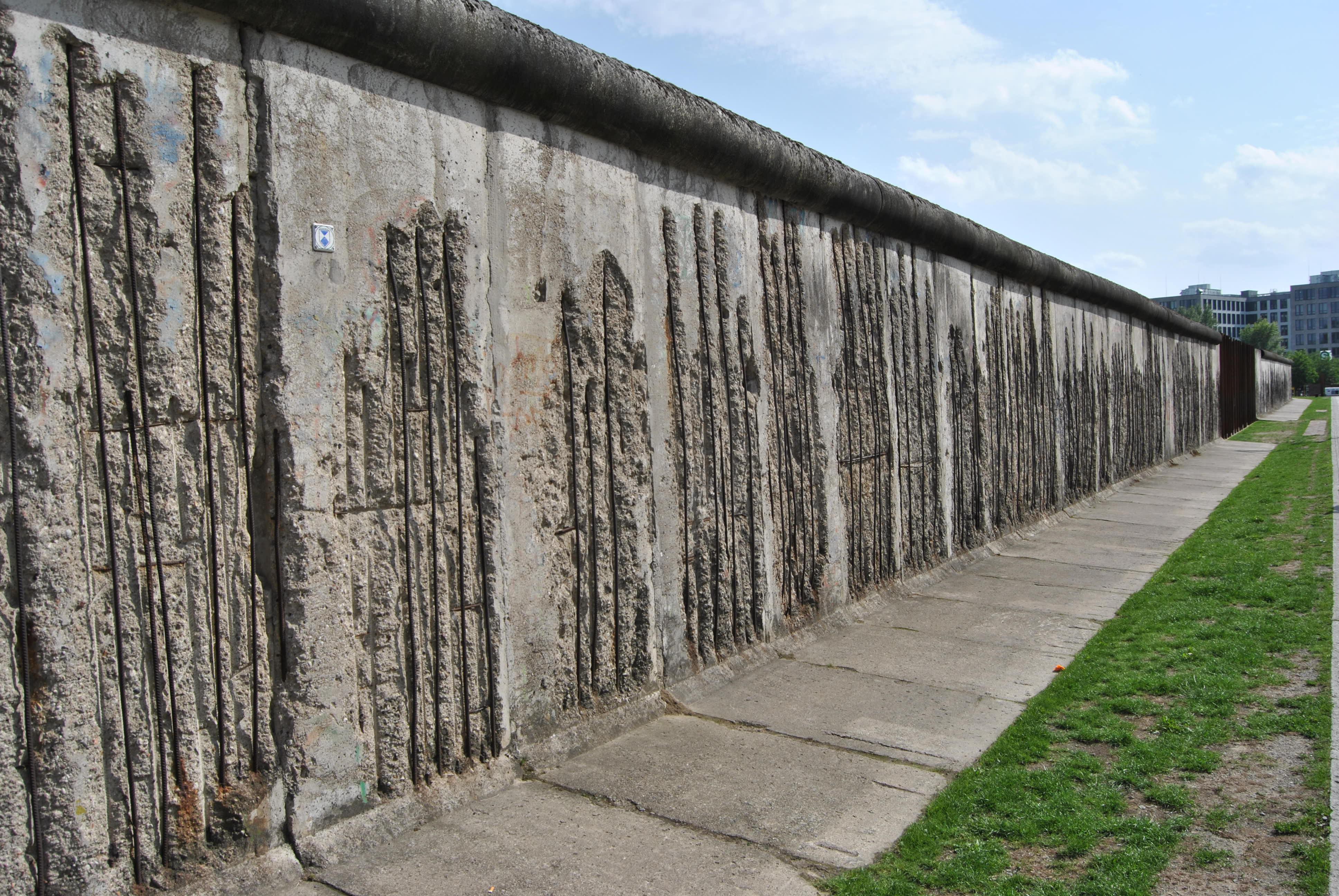 File:Berlin, Gedenkstätte Berliner Mauer, 2012-06 CN-01 ...