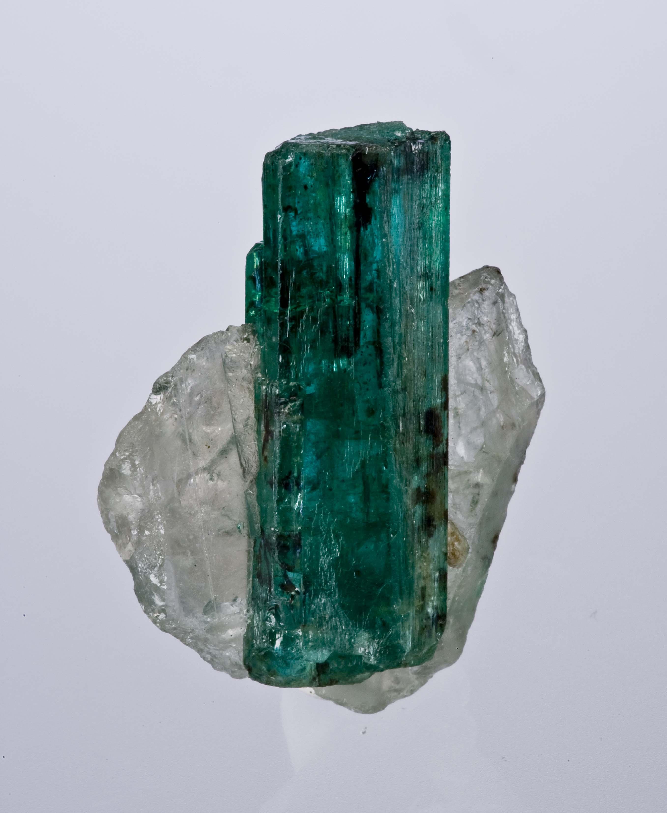 File:Beryl-Quartz-Emerald-Zambia-37mm 0882.jpg