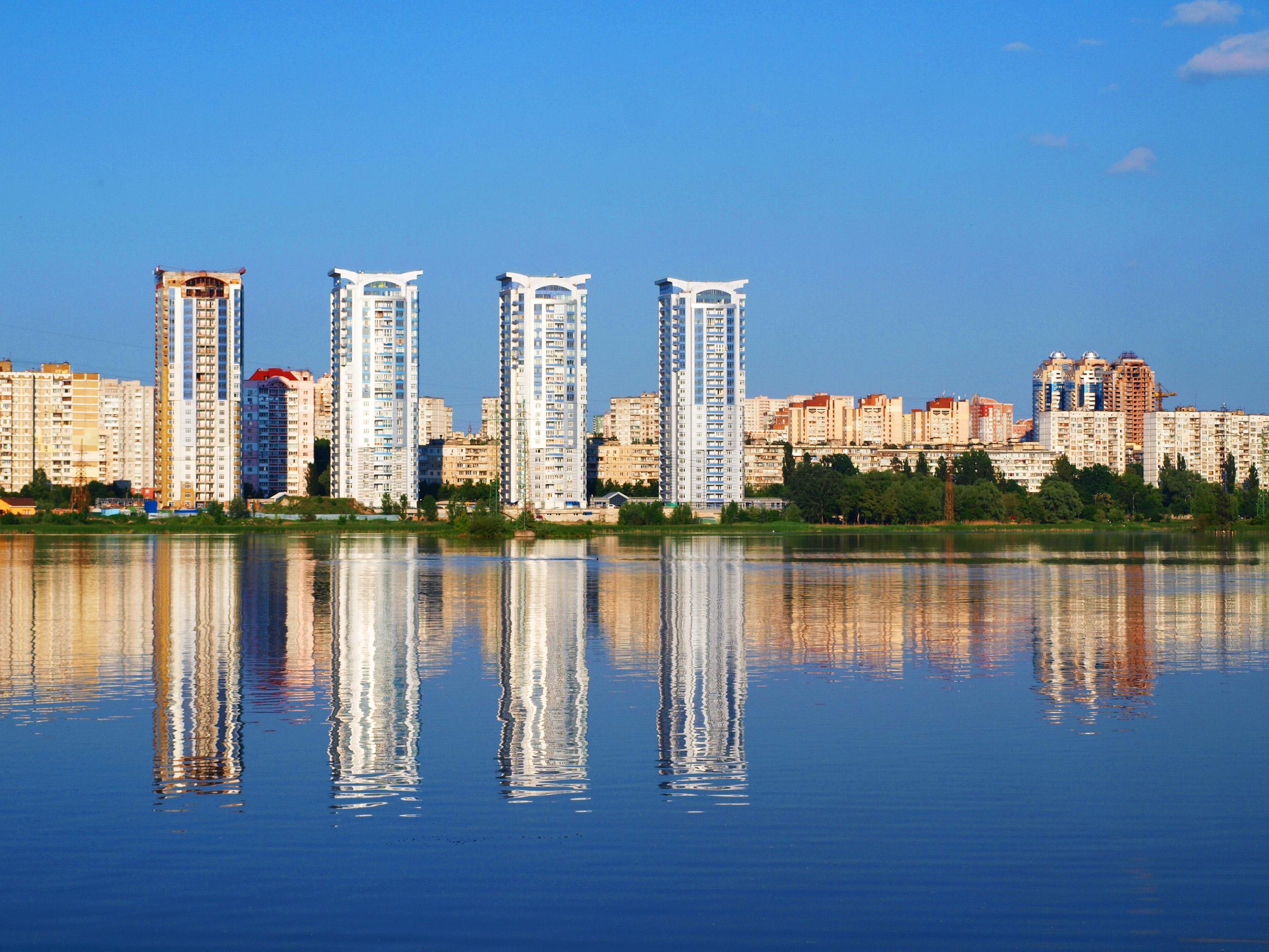 Bilychi_on_Sviatoshyn_lake.jpg