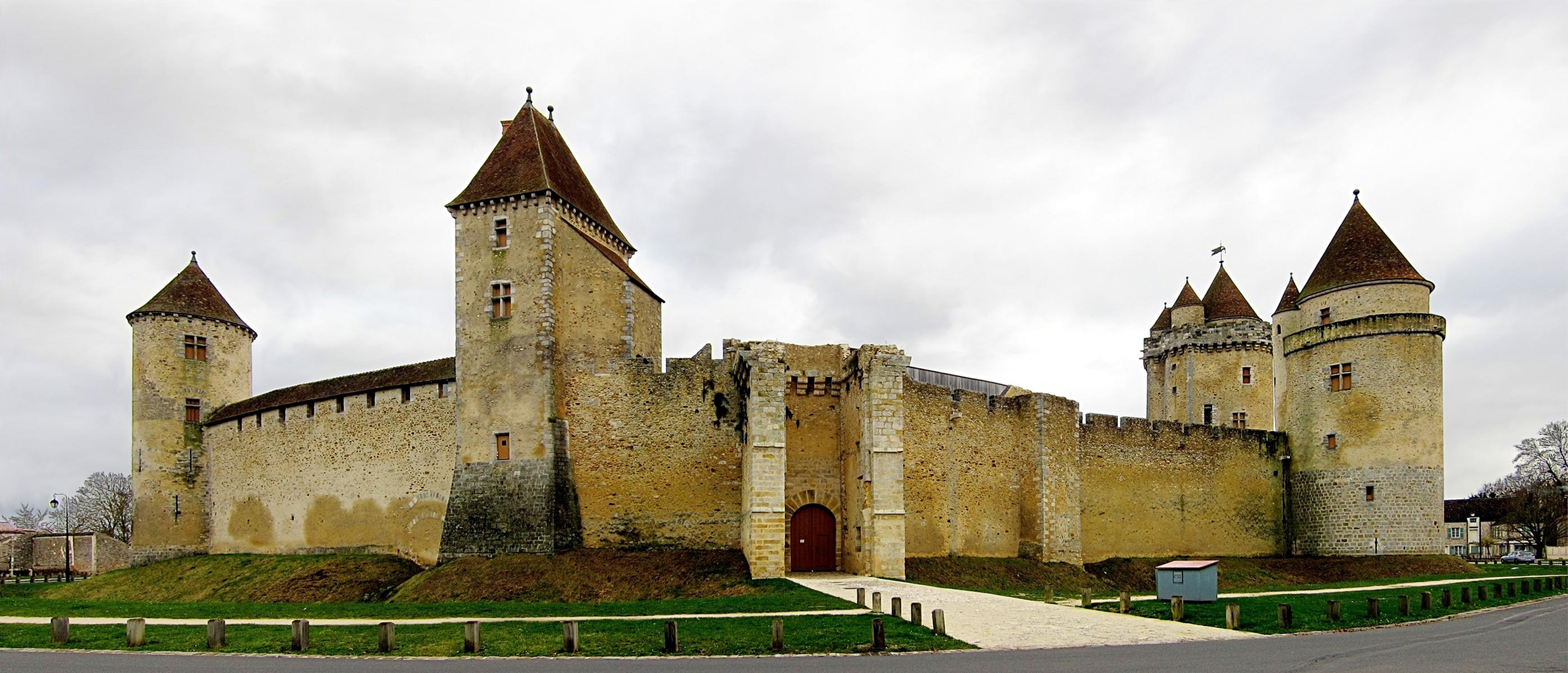 File blandy les tours chateau wikimedia commons - La cuisine du monstre tours ...