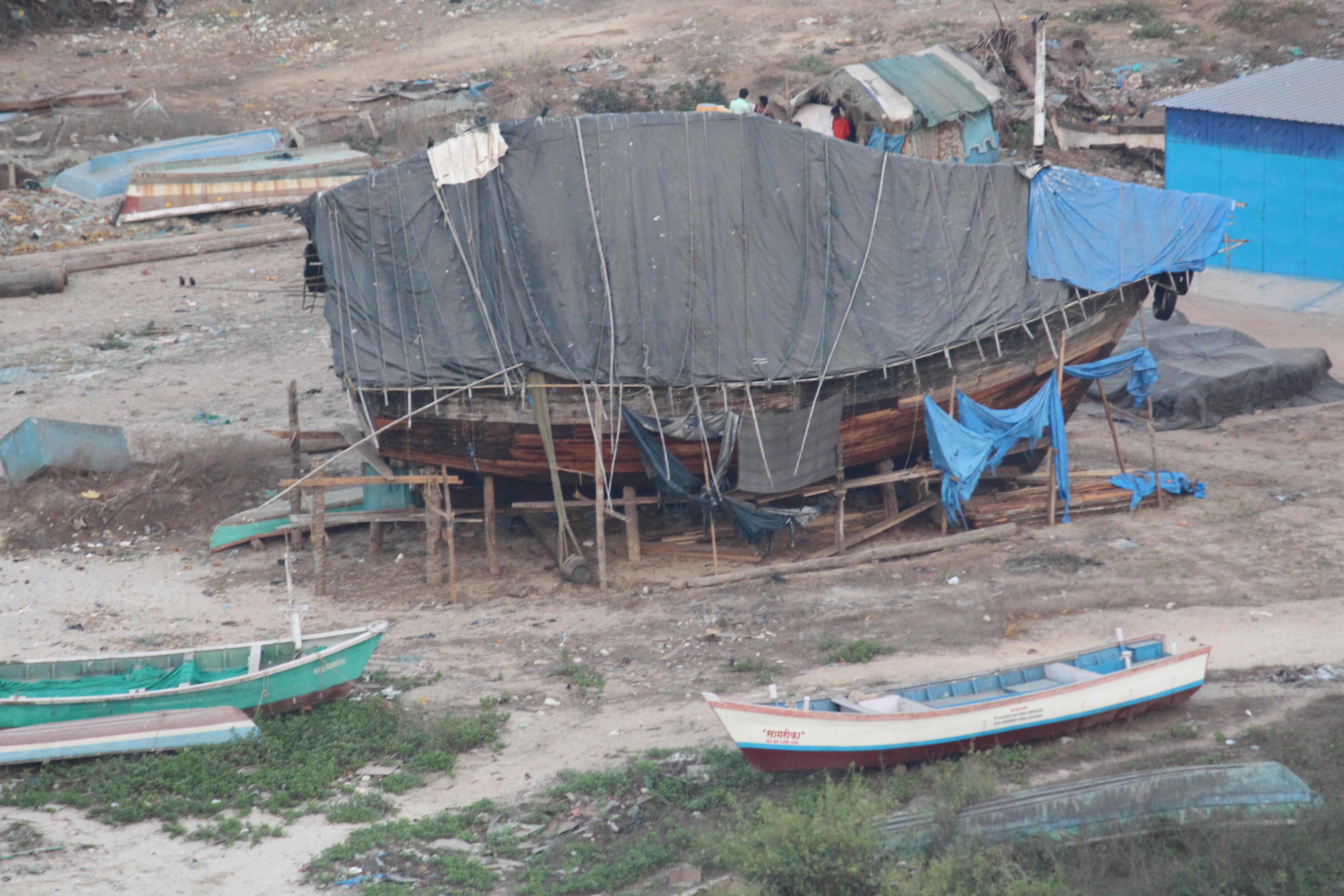 File:Boat building in Bhagwati Bandar, Ratnagiri 02 jpg