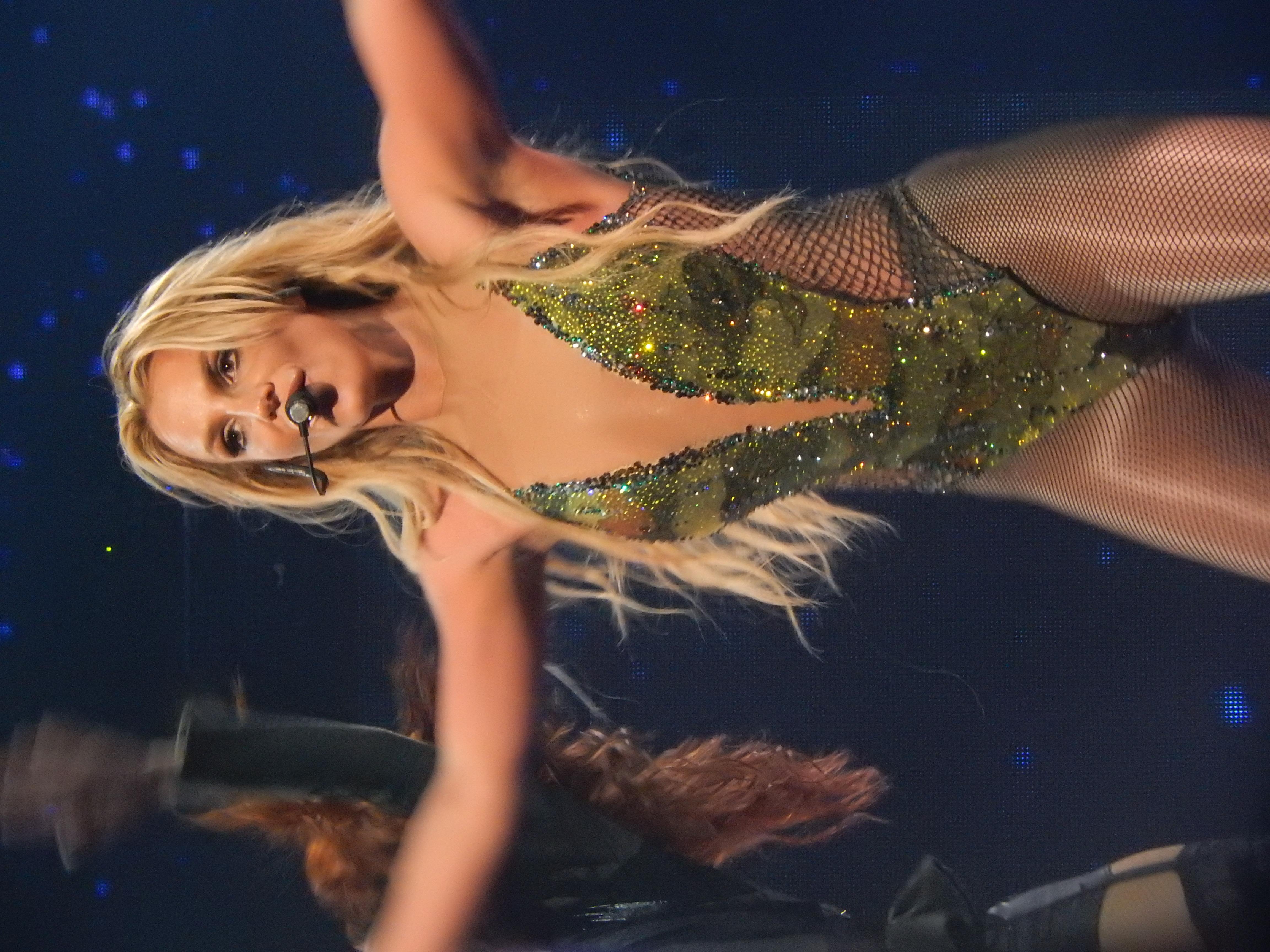 Britney Spears pochodzi z 2016 roku randki remington 1100