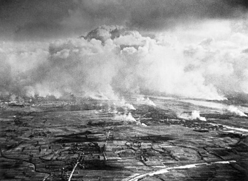 Bundesarchiv Bild 183-S56603, Warschau, Luftaufnahme von Bränden.jpg