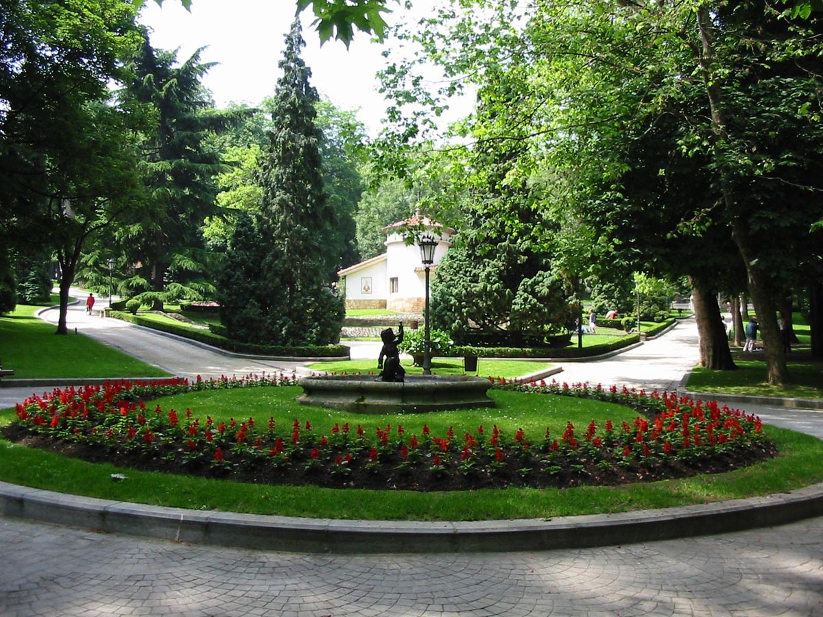 File:Campo de San Francisco (Oviedo) (3).jpg - Wikimedia Commons