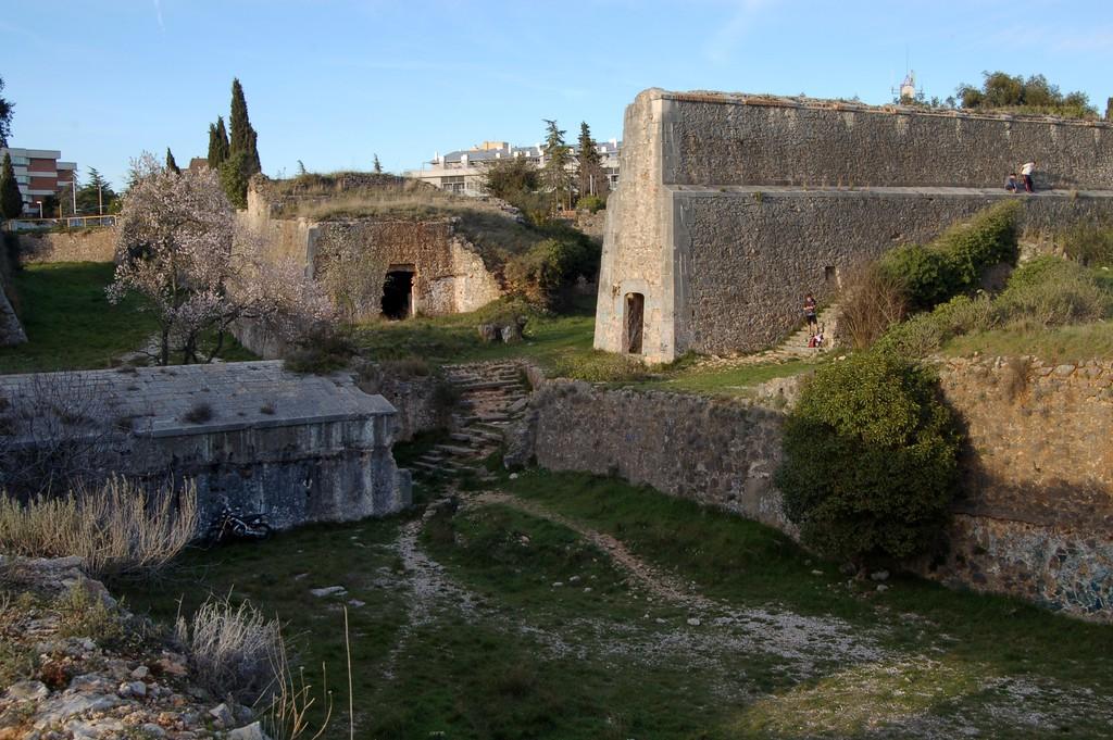 castillo de montjuic  gerona