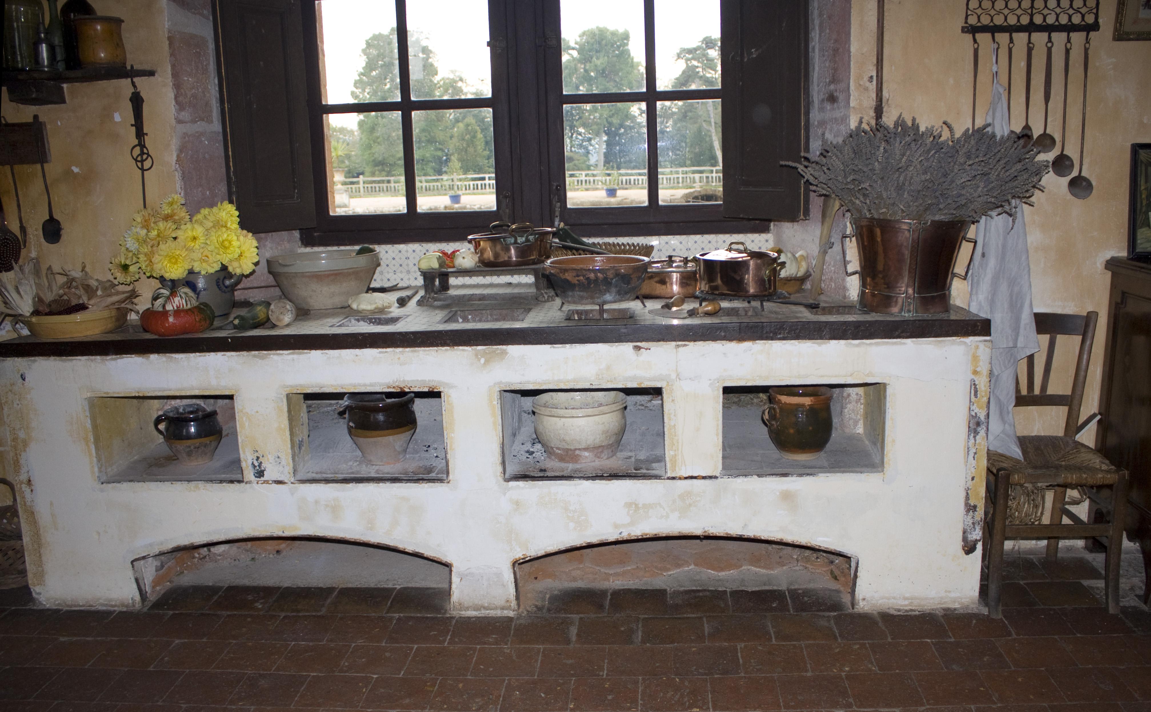 File ch teau de cormatin cuisine wikimedia commons - Cuisine moderne dans maison ancienne ...