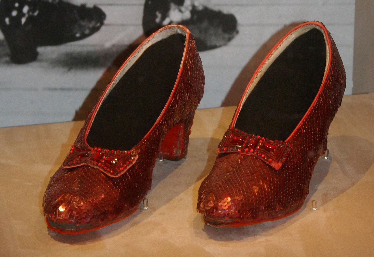 Description Dorothy s Ruby Slippers  Wizard of Oz 1938 jpgWizard Of Oz Ruby Slippers Under House