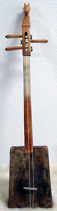A doshpuluur, a traditional Tuvan instrument