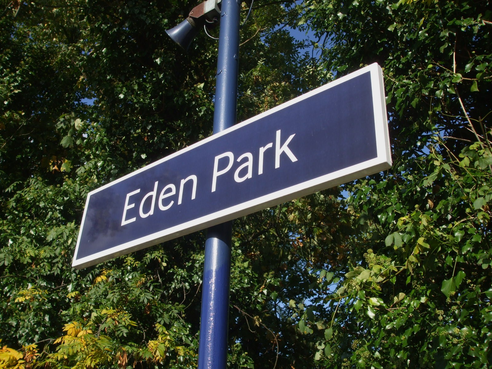 Description Eden Park stn signage.JPG