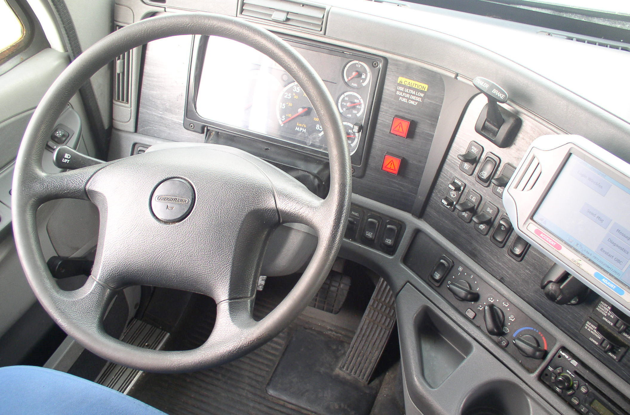 file freightliner columbia cab interior wikimedia commons