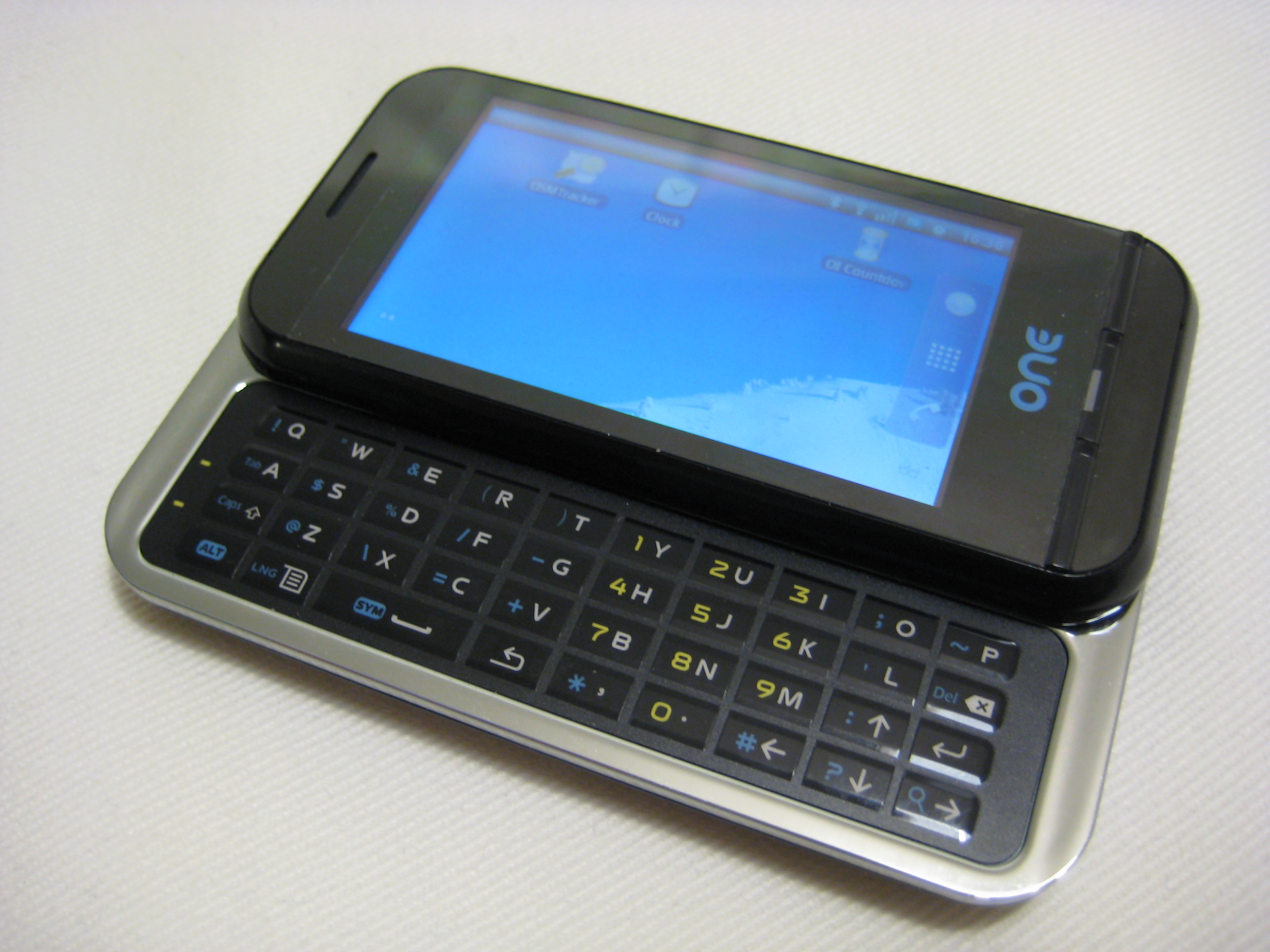 One of Geeks'Phone, The First Mobile with Android Spanish