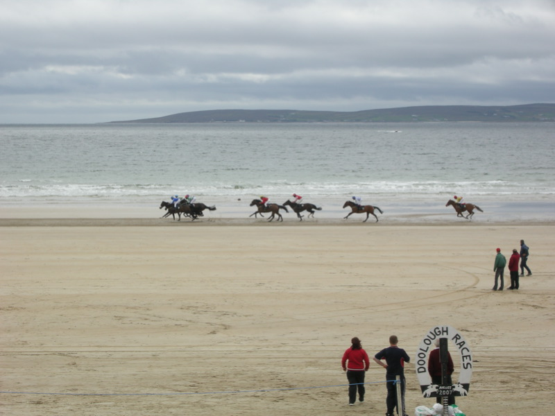 File:Geesala Races, Doolough Beach.jpg
