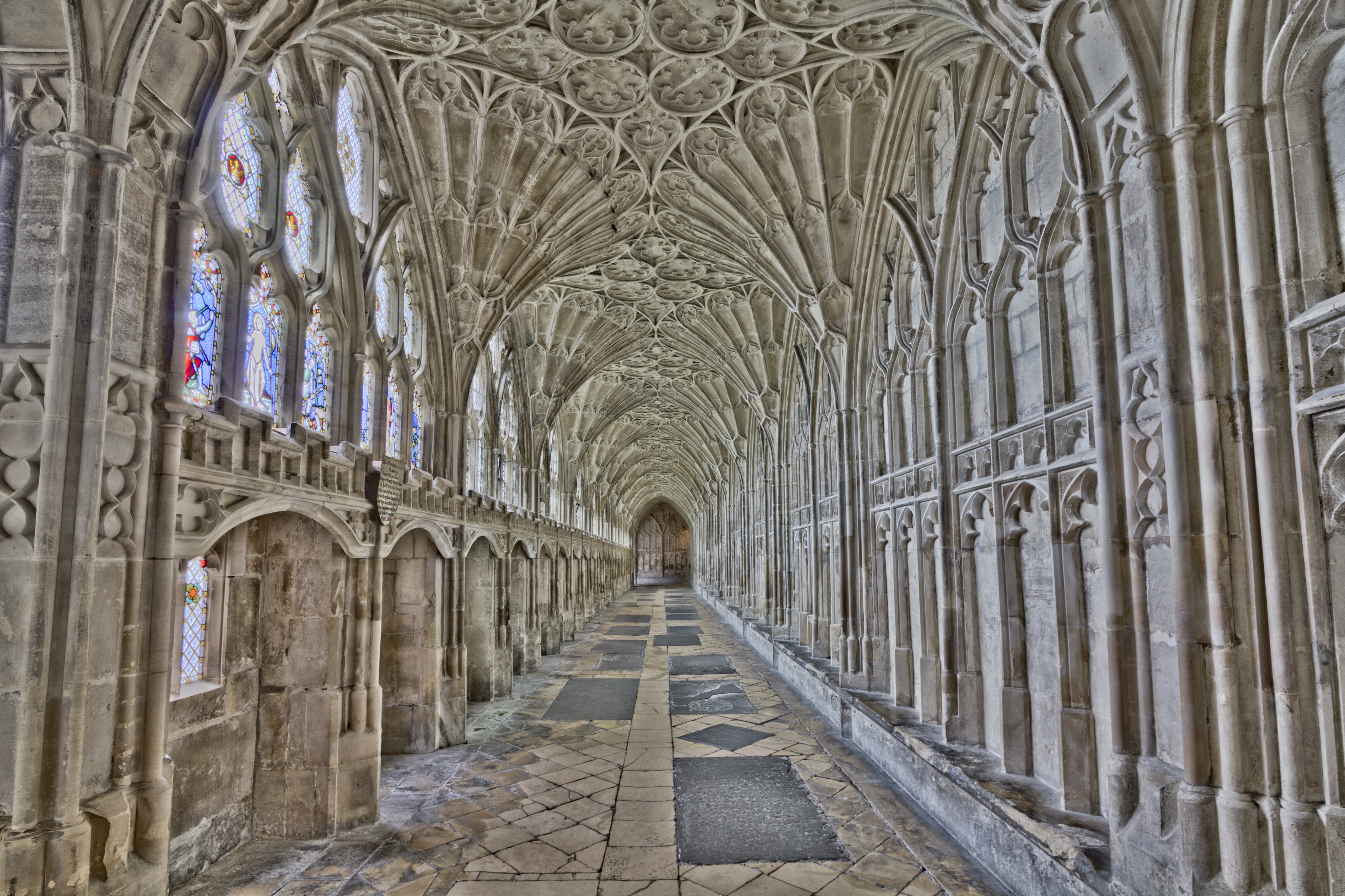File:Gloucester Cathedral Cloister (12643682743).jpg - Wikimedia Commons