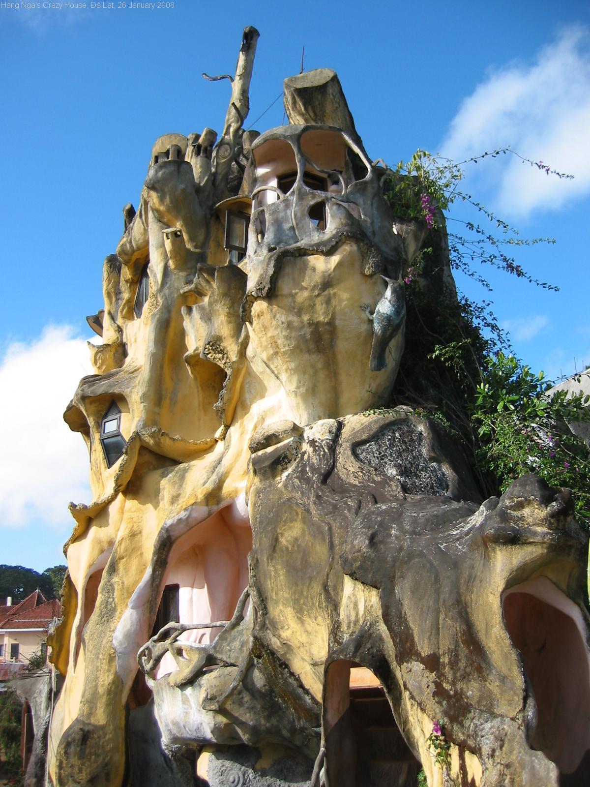 File:HangNgaCrazyHouse2.jpg - Wikimedia Commons