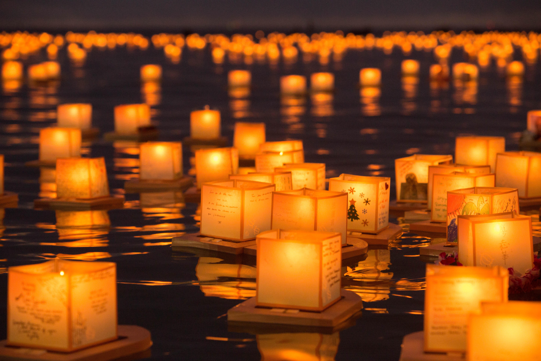 file hawaii lantern floating ceremony 2016 27299204621 jpg