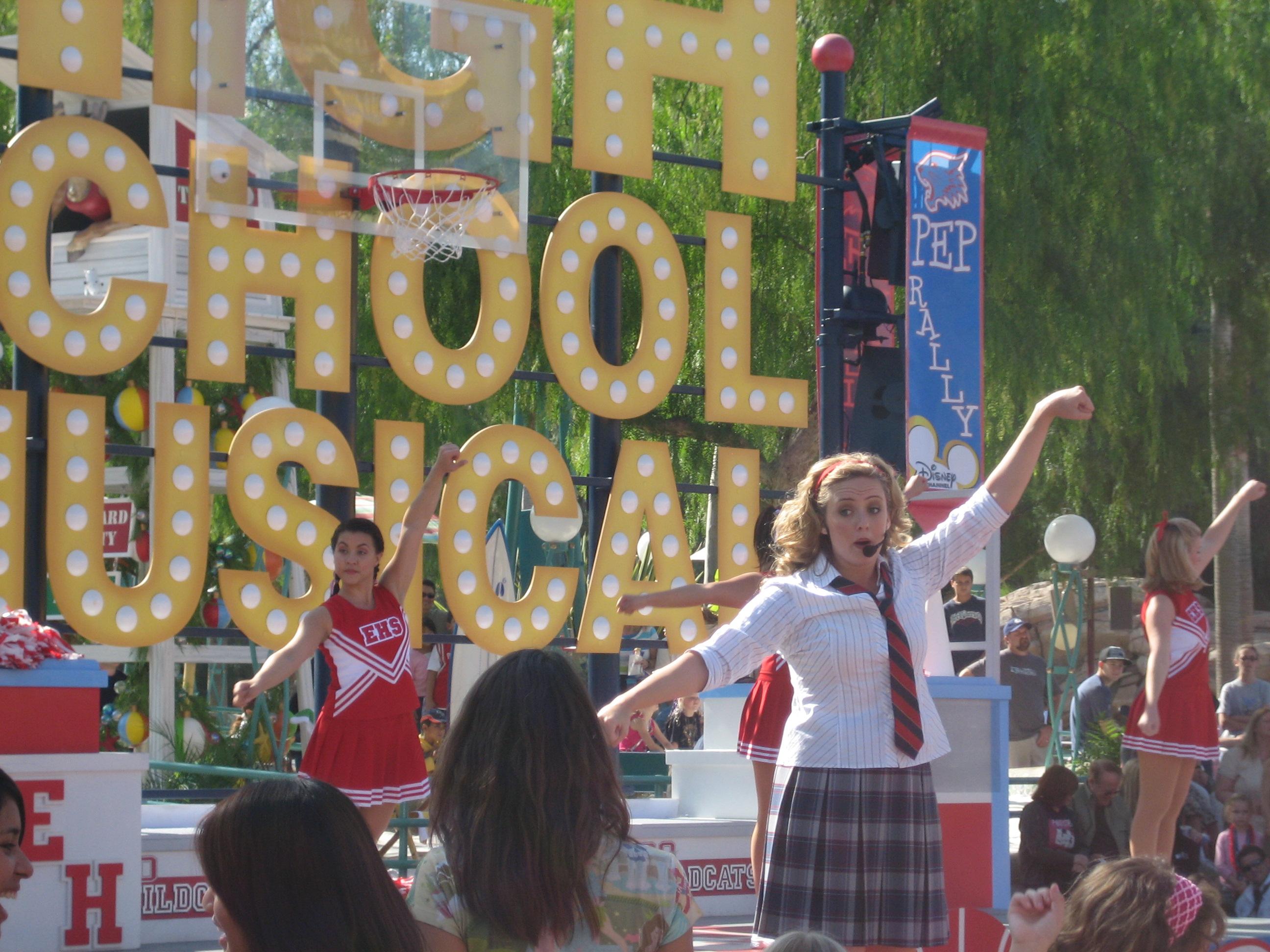 File:HighSchoolMusical parade.jpg - Wikimedia Commons Highschoolmusical