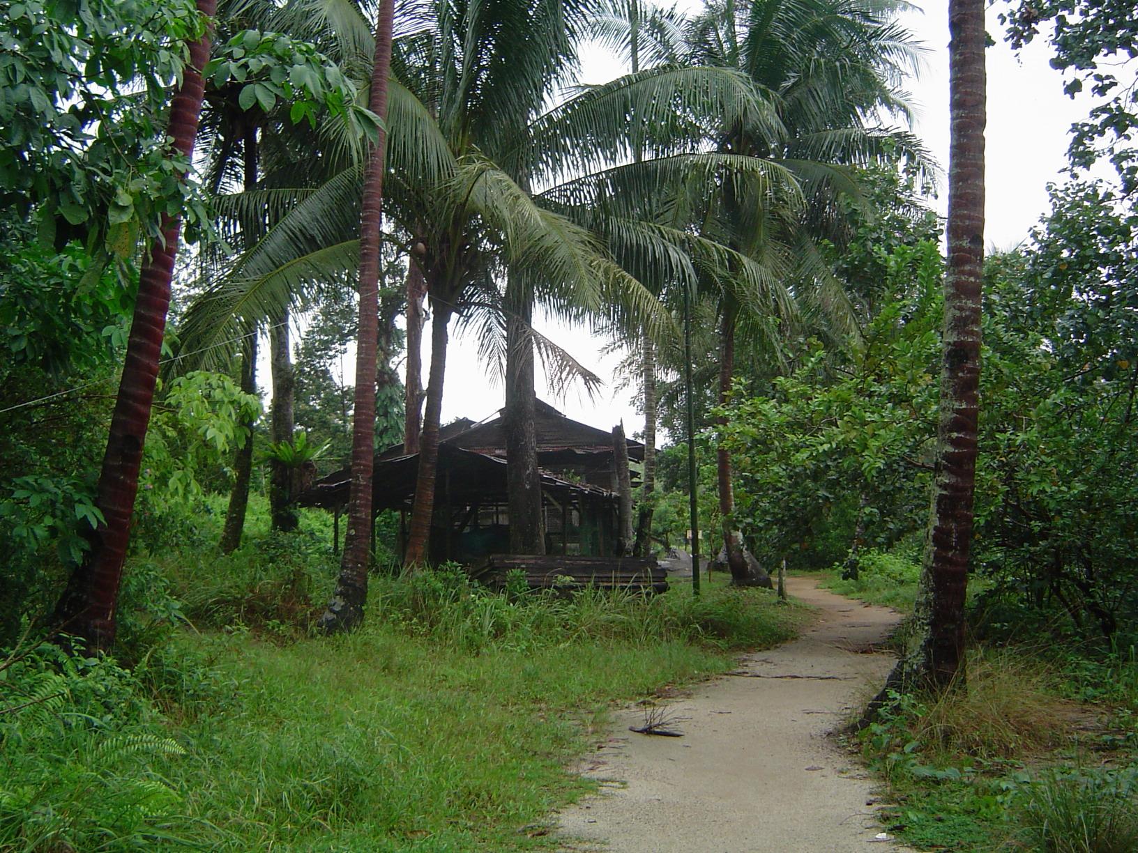 Ve may bay di Pulau Ubin vung dat bi lang quen