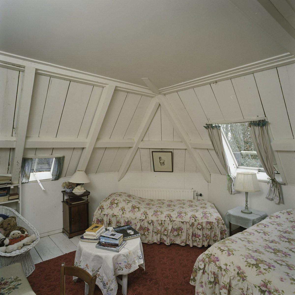 File interieur overzicht van de slaapkamer op de zolder sint nicolaasga 20397678 for Slaapkamer op de zolderfotos
