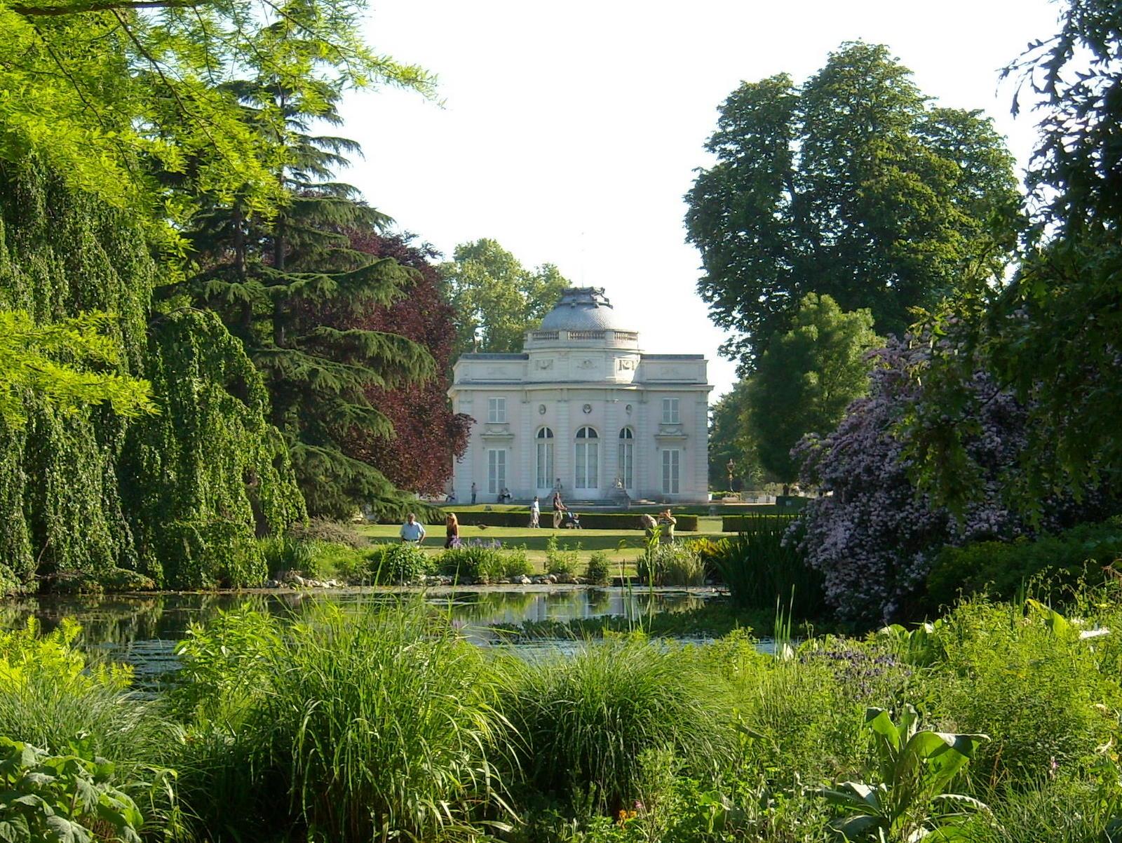 File jardin de bagatelle mai 2010 jpg wikimedia commons for Jardin wikipedia